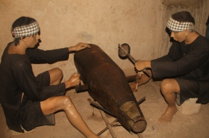 Cu Chi Tunnels - VC used saws to recycle American bombs