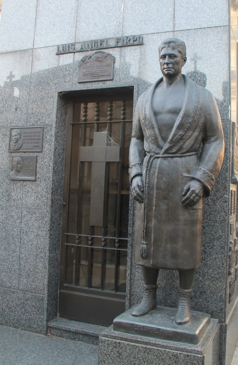 The tomb of the famous Argentinian heavyweight boxer who lost the controversial fight with Demptsy